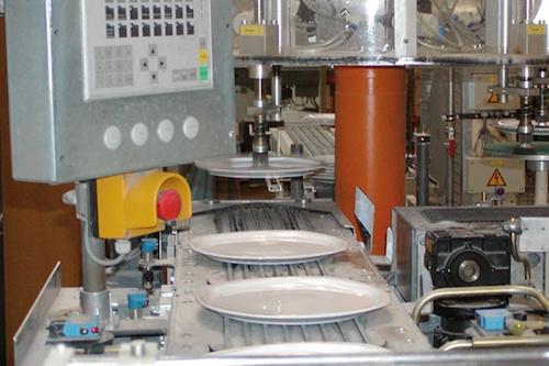 Moderne Produktion mit Fließband